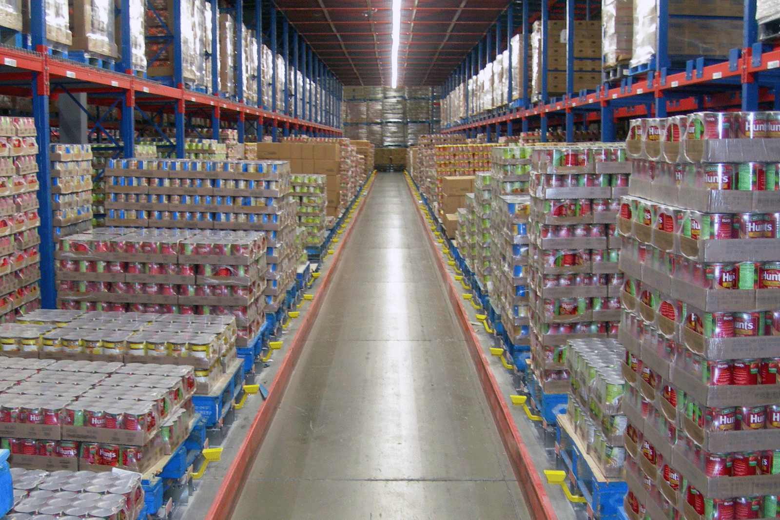 A Frazier Pick Tunnel with pallets stored on Pallet Flow racking.