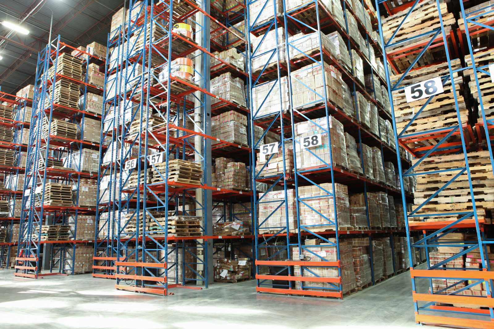 Frazier's Sentinel Selective Pallet Racking is guarded by Row End Protectors to help prevent fork truck damage.