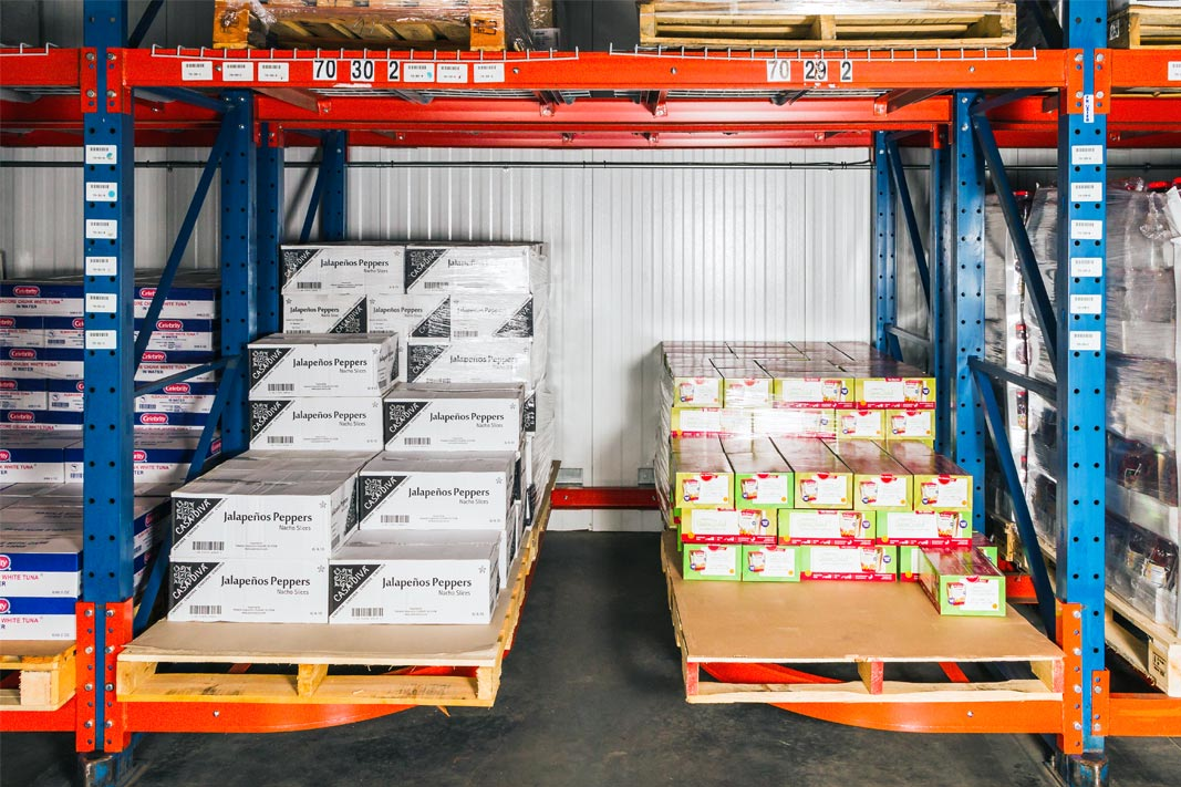 Ergo Deep® pallet racking stores cases of products.