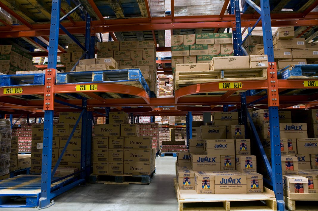 Ergo-Label Beam® pallet racking stores various SKU's.